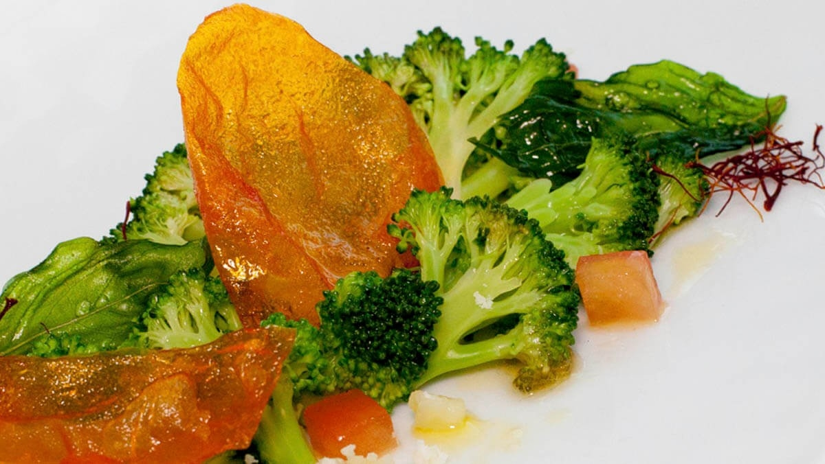 Carpaccio of broccoli with saffron oil
