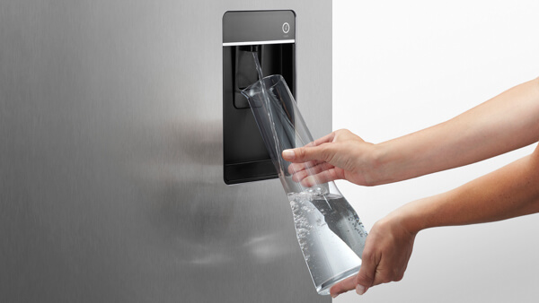 Slimline water dispenser